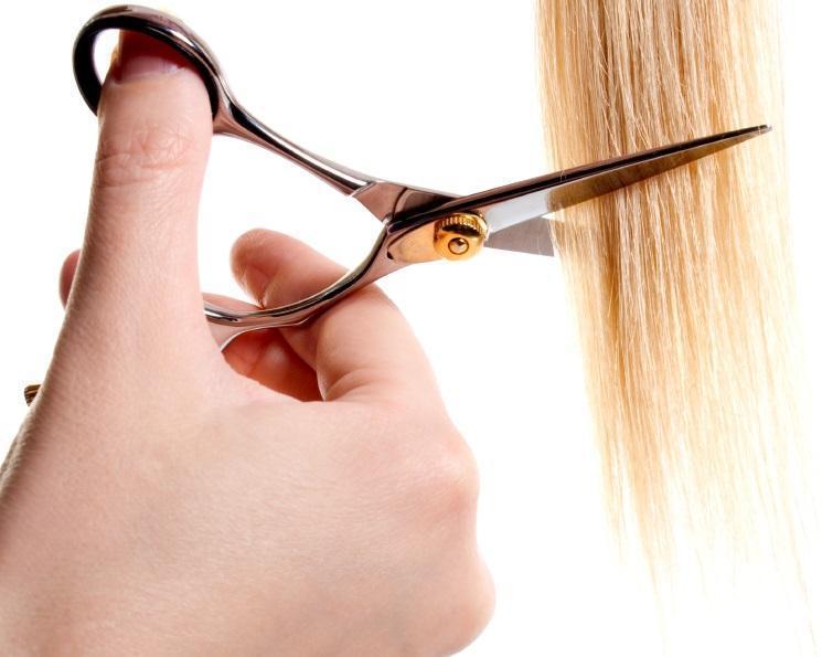 couper-pointes-cheveux-filasses-le-lab-hairstylist-montpellier