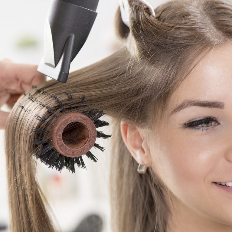 seche-cheveux-brushing-le-lab-hairstylist-montpellier
